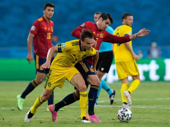 SEVILLE, SPAIN - JUNE 14: Albin Ekdal of Sweden battles for possession with Alvaro Morata of Spain during the UEFA Euro 2020 Championship Group E match between Spain and Sweden at the La Cartuja Stadium on June 14, 2021 in Seville, Spain. (Photo by Thanassis Stavrakis - Pool/Getty Images)