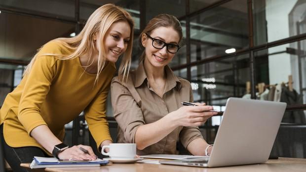 Mengenal teman kerja dan lingkungan yang mampu mengajarkan hal baru bisa menjadi sangat menyenangkan.