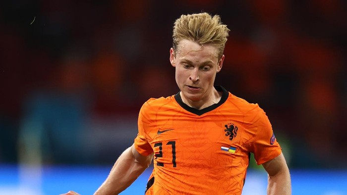 AMSTERDAM, NETHERLANDS - JUNE 13: Frenkie de Jong of Netherlands runs with the ball during the UEFA Euro 2020 Championship Group C match between Netherlands and Ukraine at the Johan Cruijff ArenA on June 13, 2021 in Amsterdam, Netherlands. (Photo by Dean Mouhtaropoulos/Getty Images)