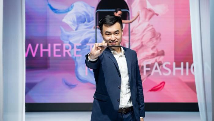 Alvin Tse di saat meluncurkan Xiaomi Mi 11 Lite