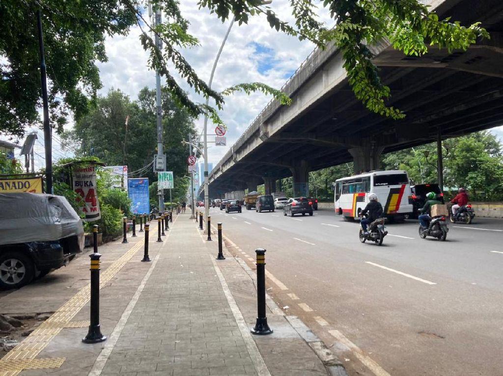 Pembatas Trotoar di Rawasari Dipasang, Tak Ada Mobil Parkir Sembarangan