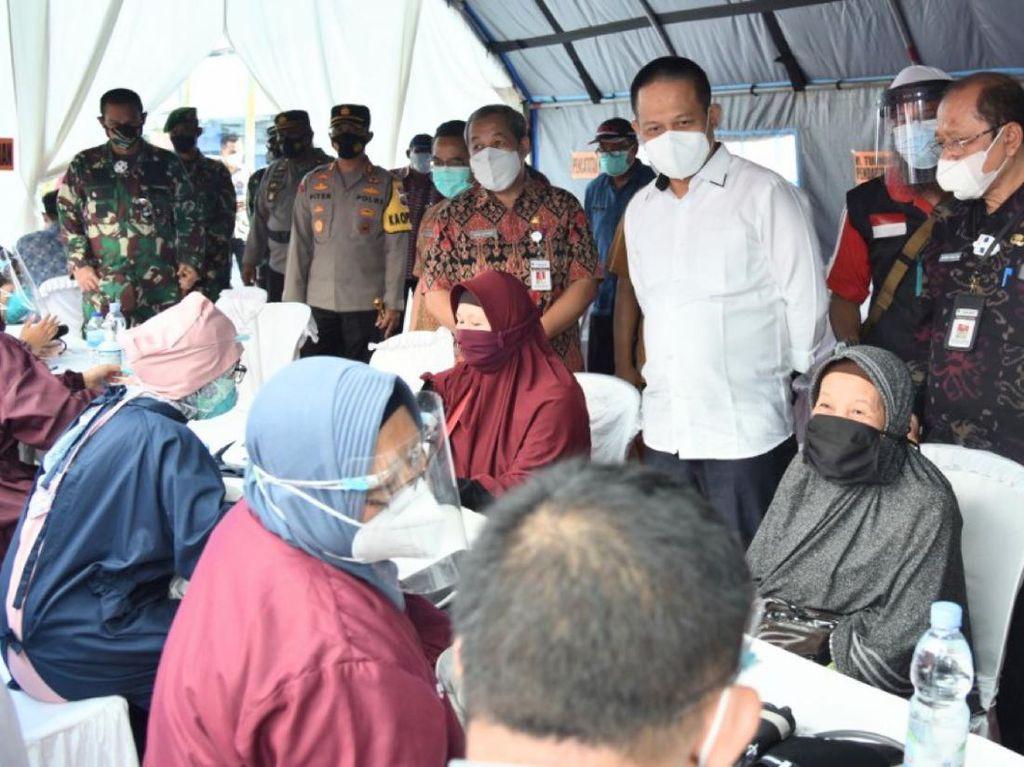 Tekan COVID-19, Pemkab Kebumen Gencarkan Vaksinasi Pedagang Pasar