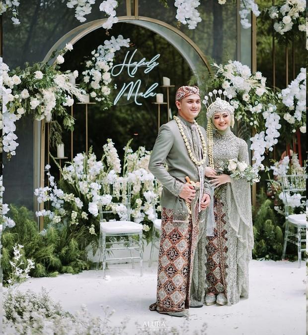 Pernikahan bertemakan Sage Green / sumber : instagram.com/ayungberinda