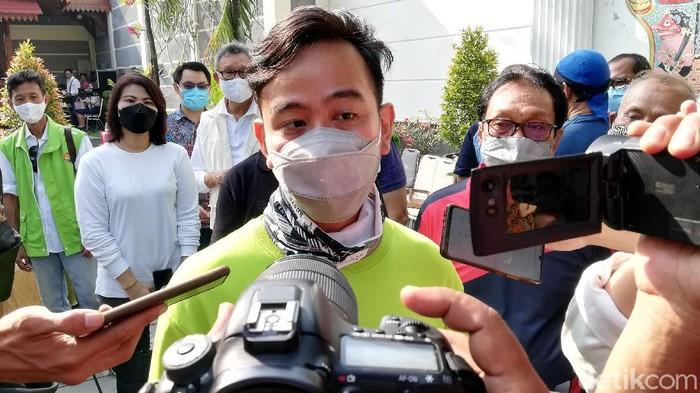 Wali Kota Solo Gibran Rakabuming Raka belum bisa memastikan apakan turnamen Piala Wali Kota Solo 2021 akan diadakan sesuai jadwal atau tidak.