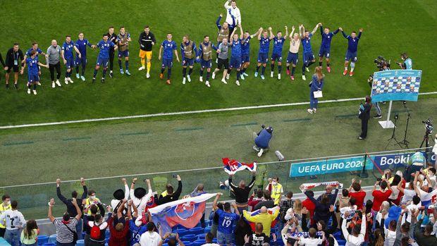 Meski lebih mendominasi permainan, Polandia mengawali Euro 2020 dengan kekalahan dari Slovakia. Lewandowski dkk kalah dengan skor 1-2.