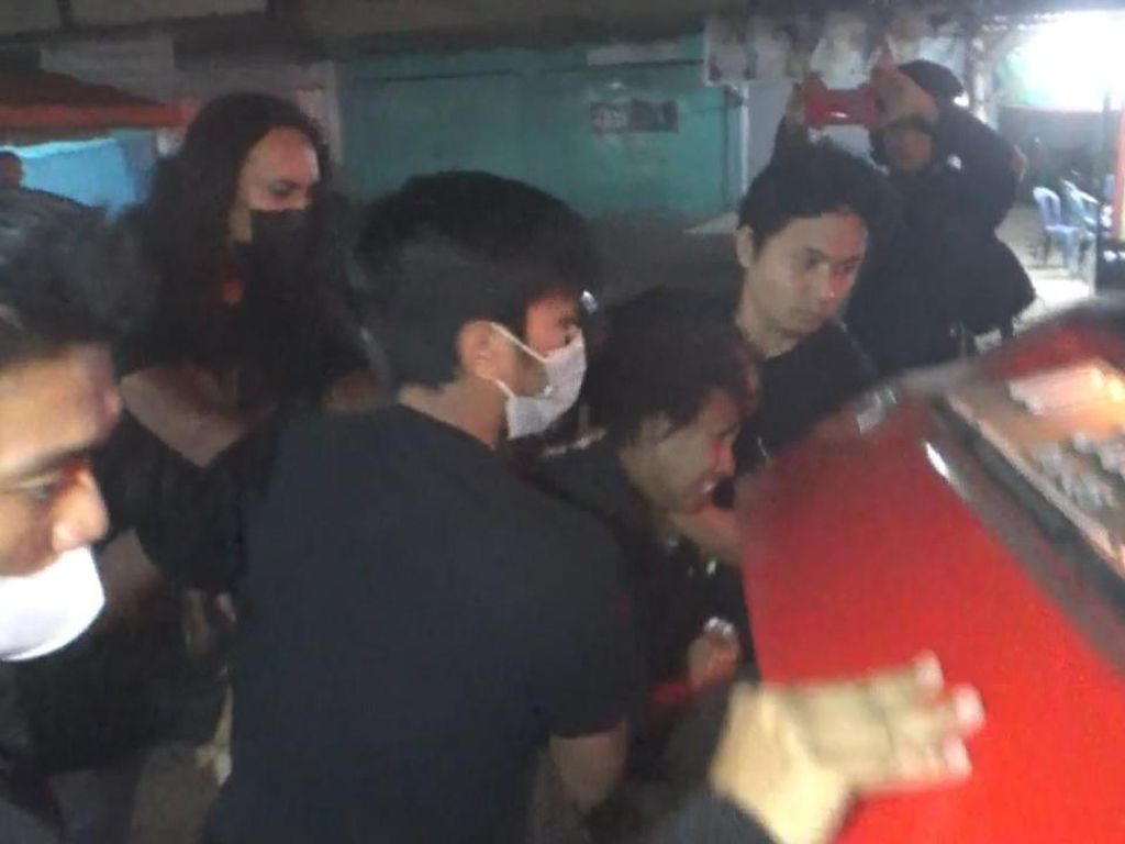 Palak Pengendara, Preman Berkedok Pak Ogah di Makassar Ditangkap!