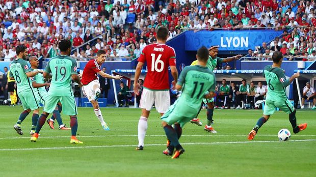 LYON, FRANCE - JUNE 22:  Zoltan Gera (4th R) of Hungary scores the opening goal during the UEFA EURO 2016 Group F match between Hungary and Portugal at Stade des Lumieres on June 22, 2016 in Lyon, France.  (Photo by Michael Steele/Getty Images)
