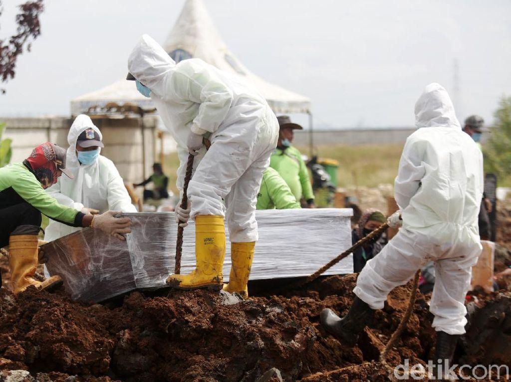Angka Kematian Corona Tembus 400-an Lagi, Tertinggi Ketiga Sejak Pandemi