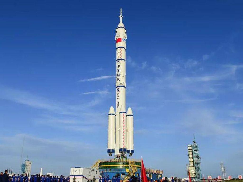 China Bersiap Kirim Astronaut Pertama ke Stasiun Luar Angkasanya