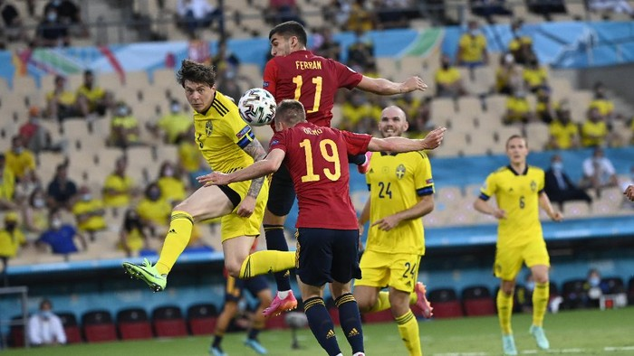 Spains Dani Olmo heads the ball during the Euro 2020 soccer championship group E match between Spain and Sweden at La Cartuja stadium in Seville, Monday, June 14, 2021. (AP Photo/Pierre Philippe Marcou, Pool)