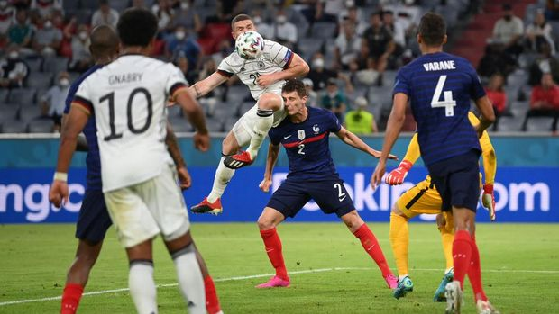 MUNICH, GERMANY - JUNE 15: Benjamin Pavard of France is fouled by Robin Gosens of Germany during the UEFA Euro 2020 Championship Group F match between France and Germany at Football Arena Munich on June 15, 2021 in Munich, Germany. (Photo by Matthias Hangst/Getty Images)