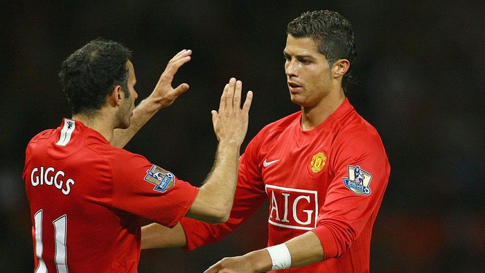MANCHESTER, UNITED KINGDOM - SEPTEMBER 23:  Cristiano Ronaldo of Manchester United celebrates with Ryan Giggs after scoring the opening goal during the Carling Cup third round match between Manchester United and Middlesbrough at Old Trafford on September 23, 2008 in Manchester, England.  (Photo by Alex Livesey/Getty Images)