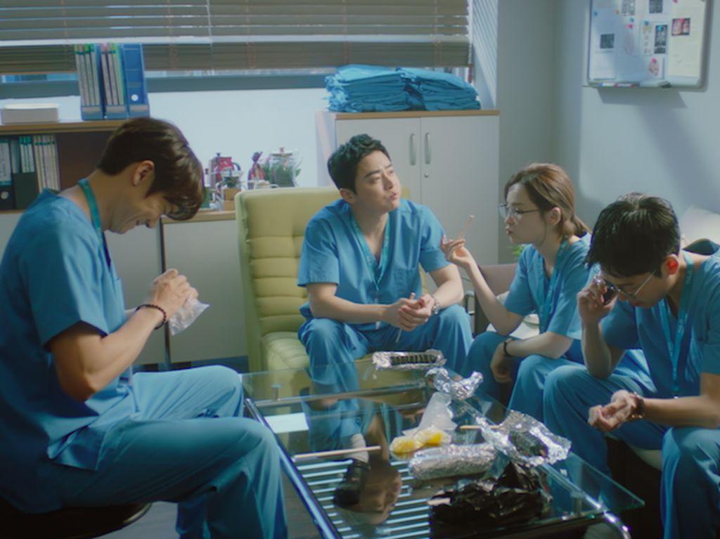 Kejutan Tak Terduga di Episode Pertama Hospital Playlist 2