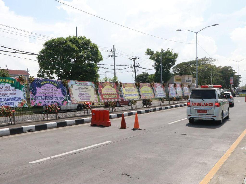 Karangan Bunga Dukung Petugas Tangani COVID-19 Bangkalan Hiasi Suramadu