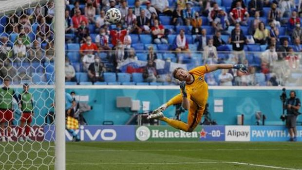 Russia's forward Aleksey Miranchuk (Not in picture) scores the opening goal past Finland's goalkeeper Lucas Hradecky during the UEFA EURO 2020 Group B football match between Finland and Russia at the Saint Petersburg Stadium in Saint Petersburg on June 16, 2021. (Photo by EVGENIA NOVOZHENINA / POOL / AFP)