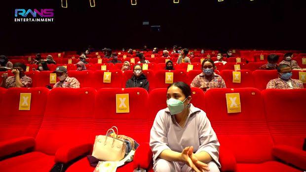 Nagita Slavina Ngidam Nonton Film, Raffi Ahmad Sewa 1 Bioskop