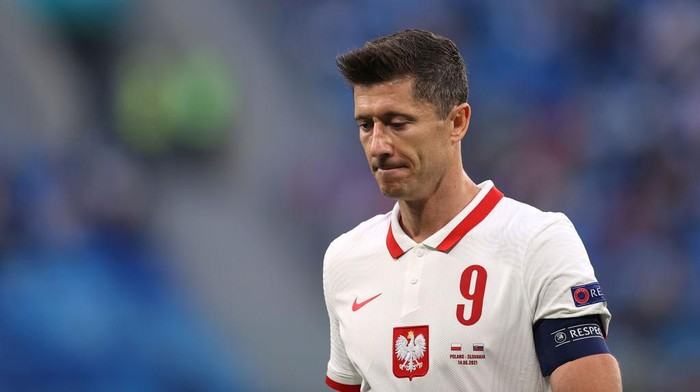 SAINT PETERSBURG, RUSSIA - JUNE 14: Robert Lewandowski of Poland looks dejected after the UEFA Euro 2020 Championship Group E match between Poland and Slovakia at the Saint Petersburg Stadium on June 14, 2021 in Saint Petersburg, Russia. (Photo by Lars Baron/Getty Images)