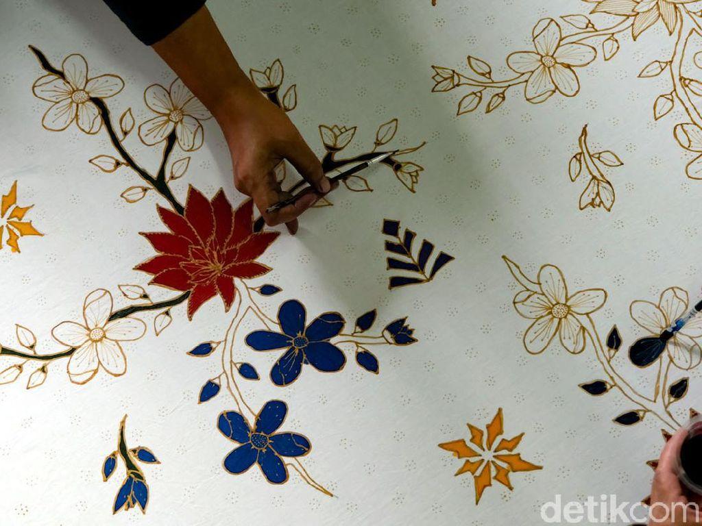 Rayakan Hari Batik Nasional dengan 15 Twibbon Ini