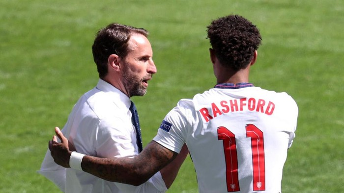 LONDON, ENGLAND - JUNE 13: Gareth Southgate, Head Coach of England speaks with Marcus Rashford of England before he enters the pitch as a substitute during the UEFA Euro 2020 Championship Group D match between England and Croatia at Wembley Stadium on June 13, 2021 in London, England. (Photo by Catherine Ivill/Getty Images)