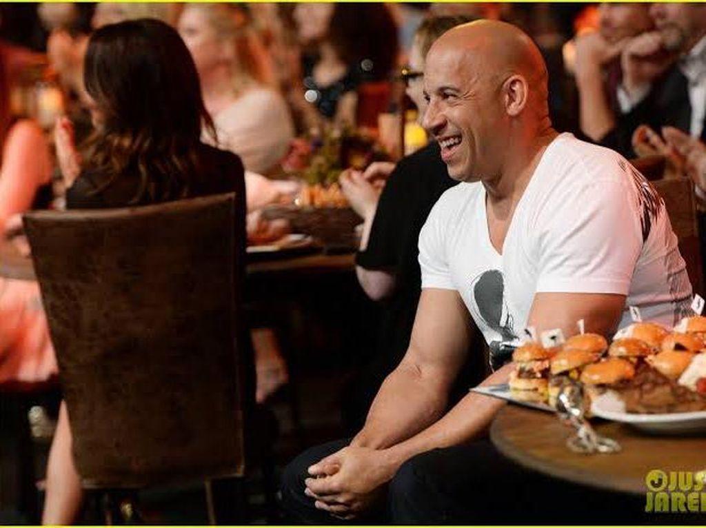 Ayam Goreng dan Pisang Jadi Menu Kesukaan Vin Diesel di Lokasi Syuting