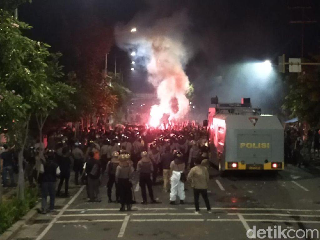 Bonek Penuhi Jalan Menuju Stadion Tambaksari Rayakan Ultah Persebaya