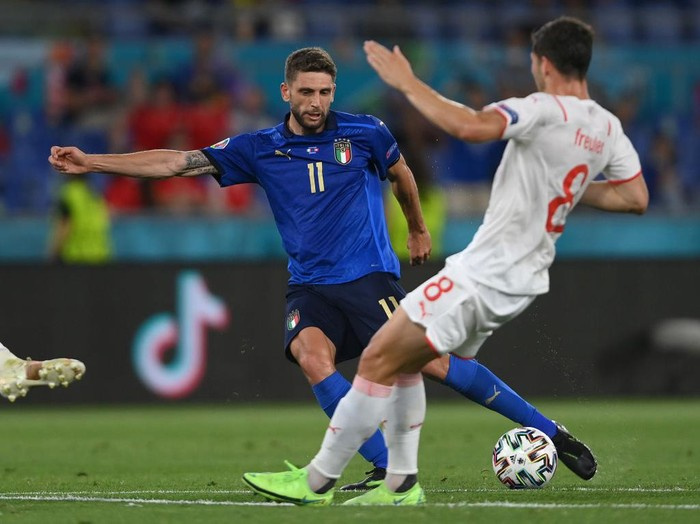 ROME, ITALY - JUNE 16: Domenico Berardi of Italy is challenged by Remo Freuler of Switzerland during the UEFA Euro 2020 Championship Group A match between Italy and Switzerland at Olimpico Stadium on June 16, 2021 in Rome, Italy. (Photo by Mike Hewitt/Getty Images)