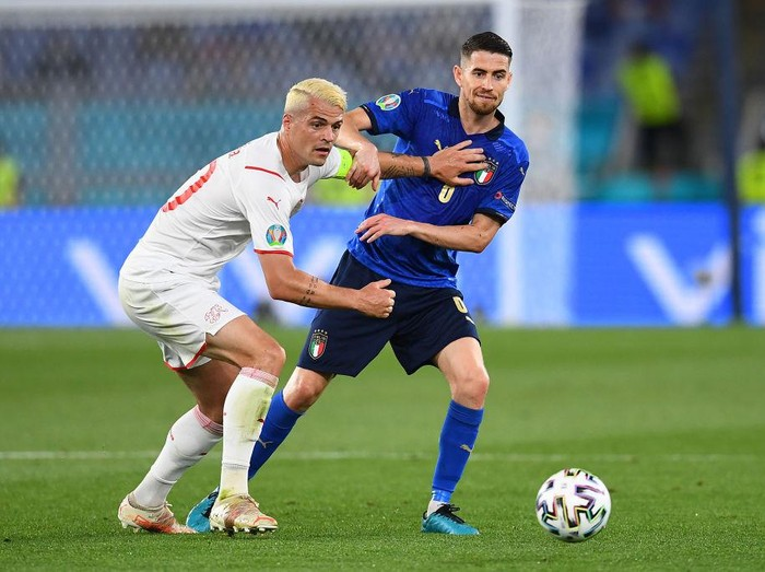 ROME, ITALY - JUNE 16: Jorginho of Italy battles for possession with Granit Xhaka of Switzerland during the UEFA Euro 2020 Championship Group A match between Italy and Switzerland at Olimpico Stadium on June 16, 2021 in Rome, Italy. (Photo by Claudio Villa/Getty Images)