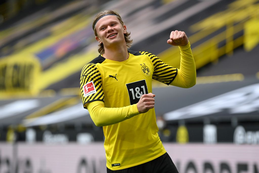 DORTMUND, GERMANY - MAY 22: Erling Haaland of Borussia Dortmund celebrates after scoring their team's first goal  during the Bundesliga match between Borussia Dortmund and Bayer 04 Leverkusen at Signal Iduna Park on May 22, 2021 in Dortmund, Germany. Sporting stadiums around Germany remain under strict restrictions due to the Coronavirus Pandemic as Government social distancing laws prohibit fans inside venues resulting in games being played behind closed doors. (Photo by Matthias Hangst/Getty Images)