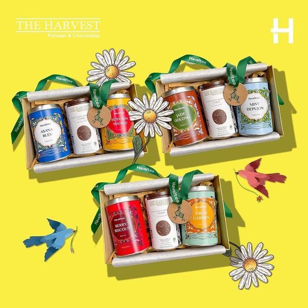 Untuk si pecinta teh, berikan hadiah berupa tea box.