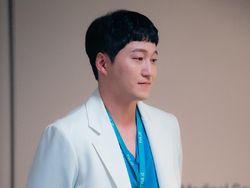 Hospital Playlist 2 Episode 5: Masa Lalu Rumah Tangga Seok Hyung Terbongkar
