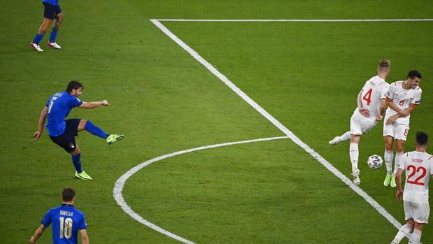Italy's Manuel Locatelli, left, scores his side's second goal during the Euro 2020 soccer championship group A match between Italy and Switzerland at the Rome Olympic stadium, Wednesday, June 16, 2021. (AP Photo/Riccardo Antimiani, Pool)