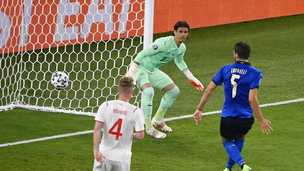 Italy's Manuel Locatelli scores his side's first goal during the Euro 2020 soccer championship group A match between Italy and Switzerland at the Rome Olympic stadium, Wednesday, June 16, 2021. (AP Photo/Riccardo Antimiani, Pool)