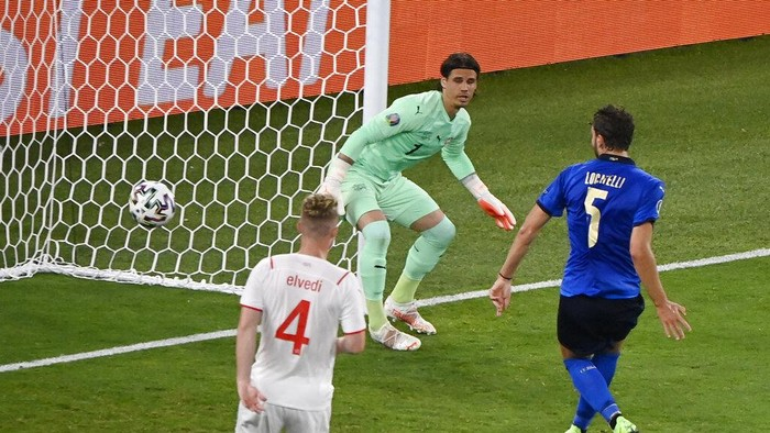 Italys Manuel Locatelli scores his sides first goal during the Euro 2020 soccer championship group A match between Italy and Switzerland at the Rome Olympic stadium, Wednesday, June 16, 2021. (AP Photo/Riccardo Antimiani, Pool)