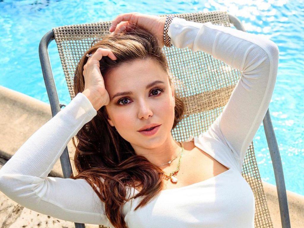 10 Potret Cantik Istri Pelatih Paulo Fonseca yang Lebih Muda 18 Tahun