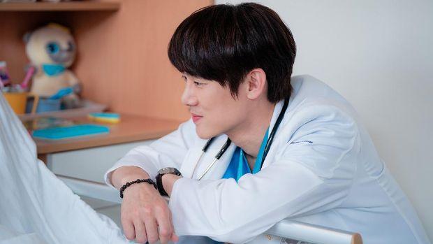 Ahn Jeong-won (Yoo Yeon-seok) dalam Hospital Playlist 2