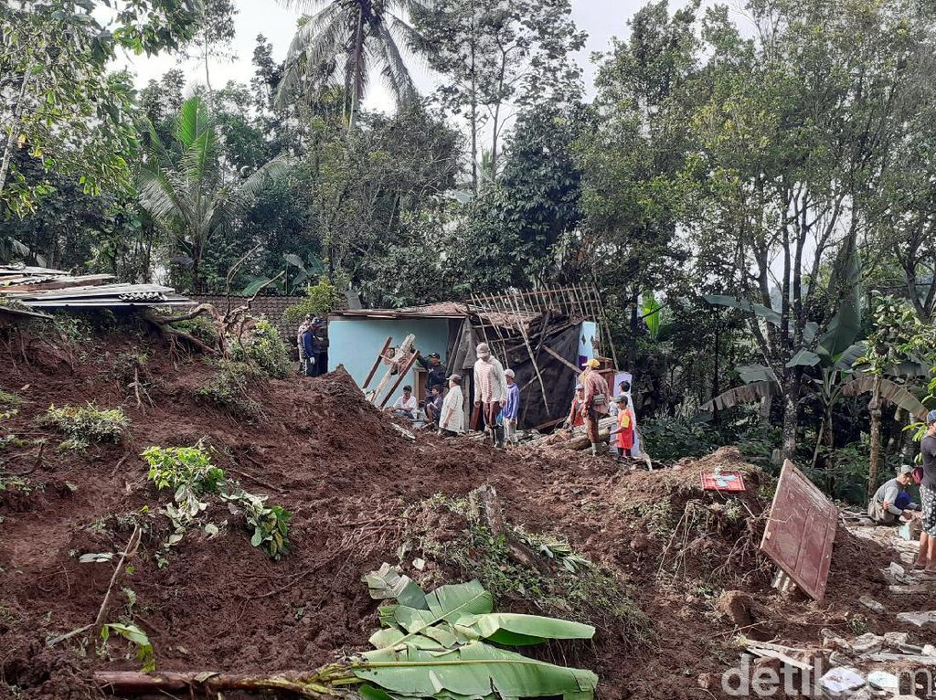 Detik-detik Longsor di Banyuwangi yang Renggut Nyawa Seorang Bocah