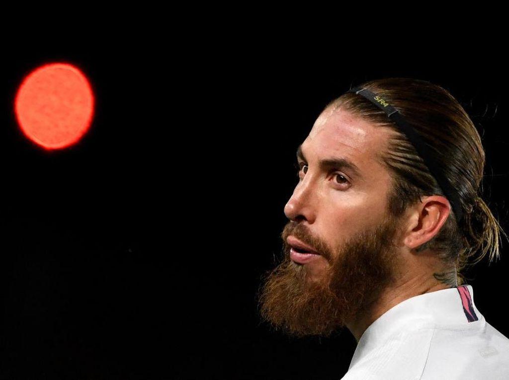Ramos Sempat Minta Bantuan Ancelotti Agar Dipertahankan Madrid