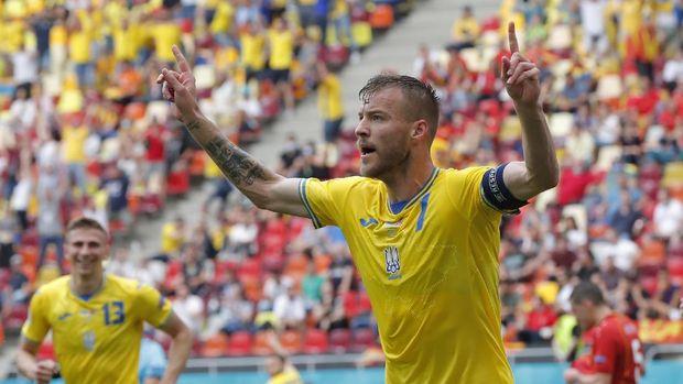 Soccer Football - Euro 2020 - Group C - Ukraine v North Macedonia - National Arena, Bucharest, Romania - June 17, 2021 Ukraine's Andriy Yarmolenko celebrates scoring their first goal Pool via REUTERS/Robert Ghement