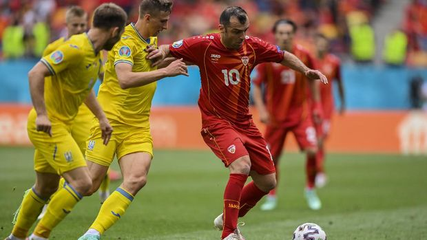 North Macedonia's Goran Pandev, right, duels for the ball with Ukraine's Illya Zabarnyi during the Euro 2020 soccer championship group C match between Ukraine and North Macedonia at the National Arena stadium in Bucharest, Romania, Thursday, June 17, 2021. (Justin Setterfield, Pool via AP)