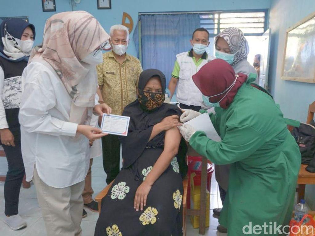 Serapan Vaksinasi Tertinggi Se-Jatim, Bupati Ipuk: Terus Tegakkan Prokes