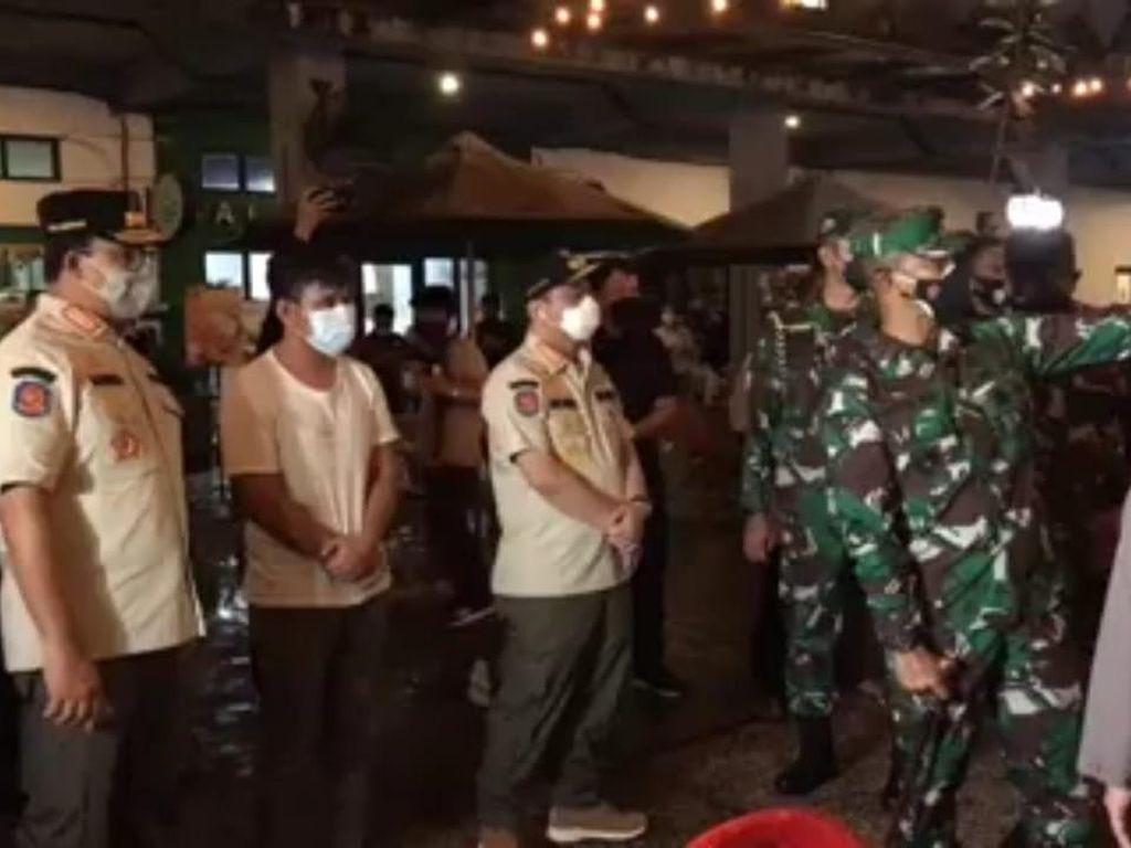 Anies-Pangdam-Kapolda Metro Sidak di Kemang, Temukan Pelanggaran Prokes