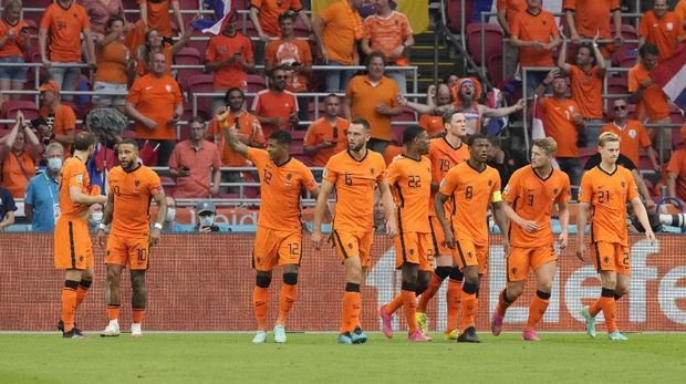 Memphis Depay, second from left, of the Netherlands celebrates with his teammates after scoring his side's opening goal during the Euro 2020 soccer championship group C match between the The Netherlands and Austria at Johan Cruijff ArenA in Amsterdam, Netherlands, Thursday, June 17, 2021. (AP Photo/Peter Dejong, Pool)