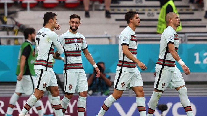 BUDAPEST, HUNGARY - JUNE 15: Cristiano Ronaldo of Portugal celebrates with Bruno Fernandes and team mates after scoring their sides second goal during the UEFA Euro 2020 Championship Group F match between Hungary and Portugal at Puskas Arena on June 15, 2021 in Budapest, Hungary. (Photo by Alex Pantling/Getty Images)