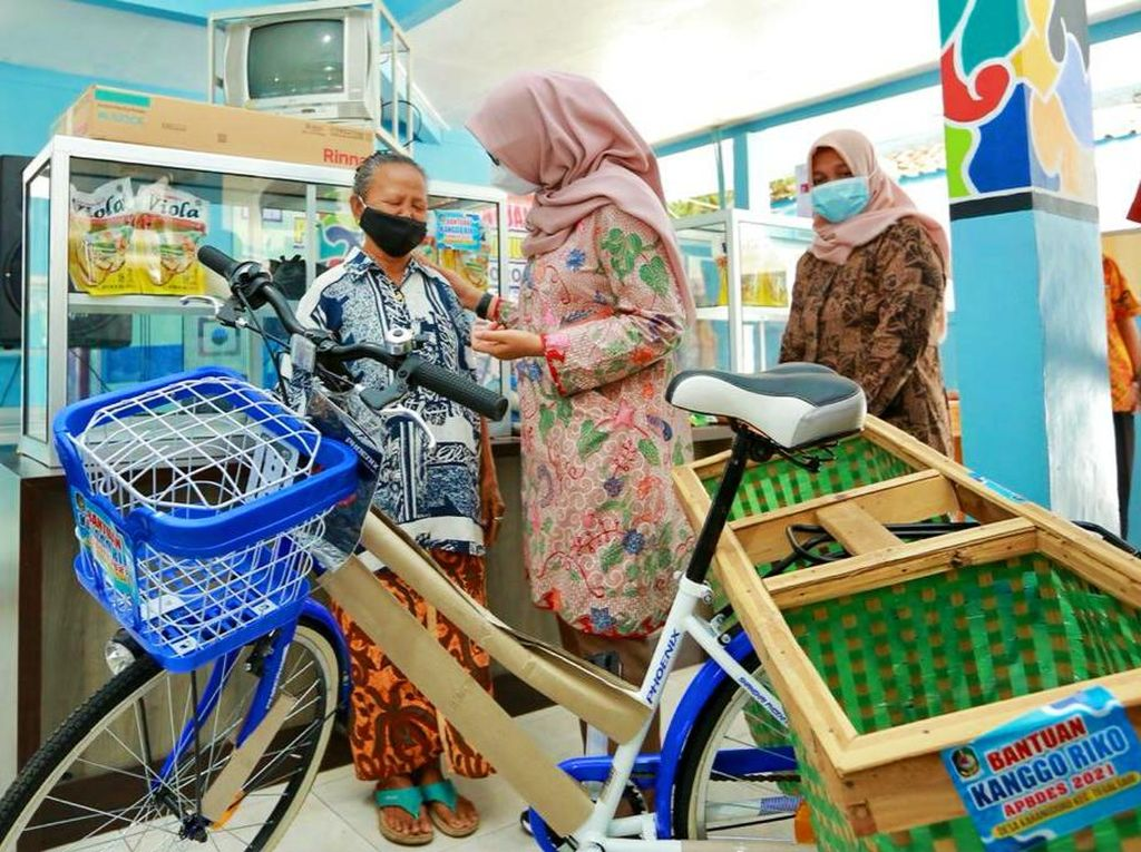 Pulihkan Ekonomi, Banyuwangi Kembali Bagi-Bagi Alat Usaha ke Warga