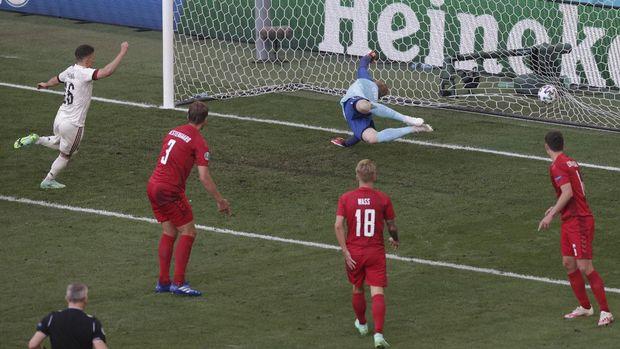 Belgium's Thorgan Hazard, left, scores his side's opening goal during the Euro 2020 soccer championship group B match between Denmark and Belgium at the Parken stadium in Copenhagen, Denmark, Thursday, June 17, 2021. (Hannah McKay/Pool via AP)