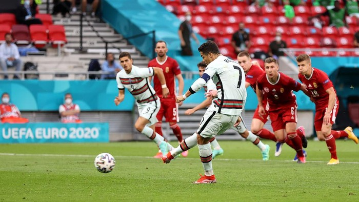 BUDAPEST, HUNGARY - JUNE 15: Cristiano Ronaldo of Portugal scores his sides second goal from the penalty spot during the UEFA Euro 2020 Championship Group F match between Hungary and Portugal on June 15, 2021 in Budapest, Hungary. (Photo by Alex Pantling/Getty Images)