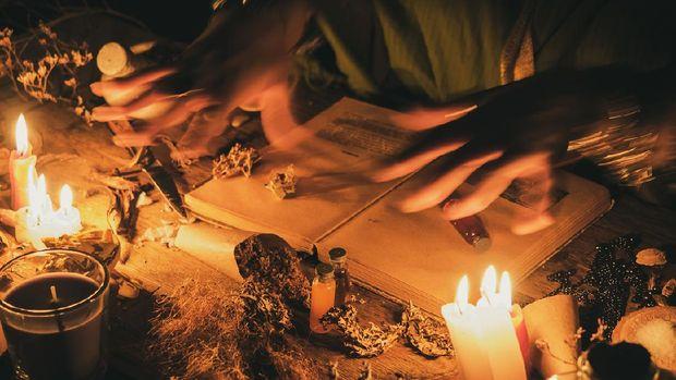 Ilustrasi ritual ilmu hitam