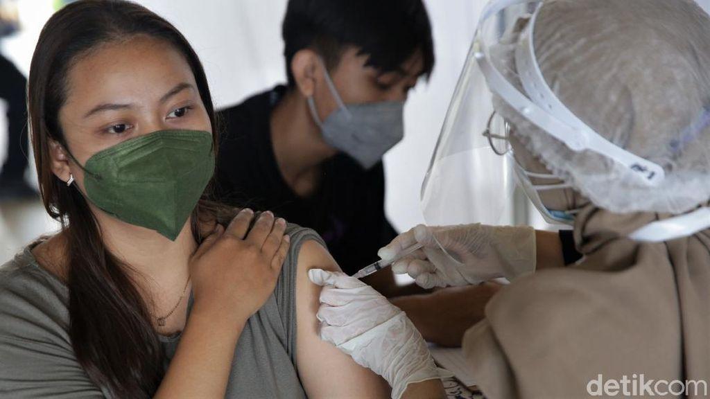 Jakarta Gencar Vaksinasi Massal di Tengah Melonjaknya Kasus Corona