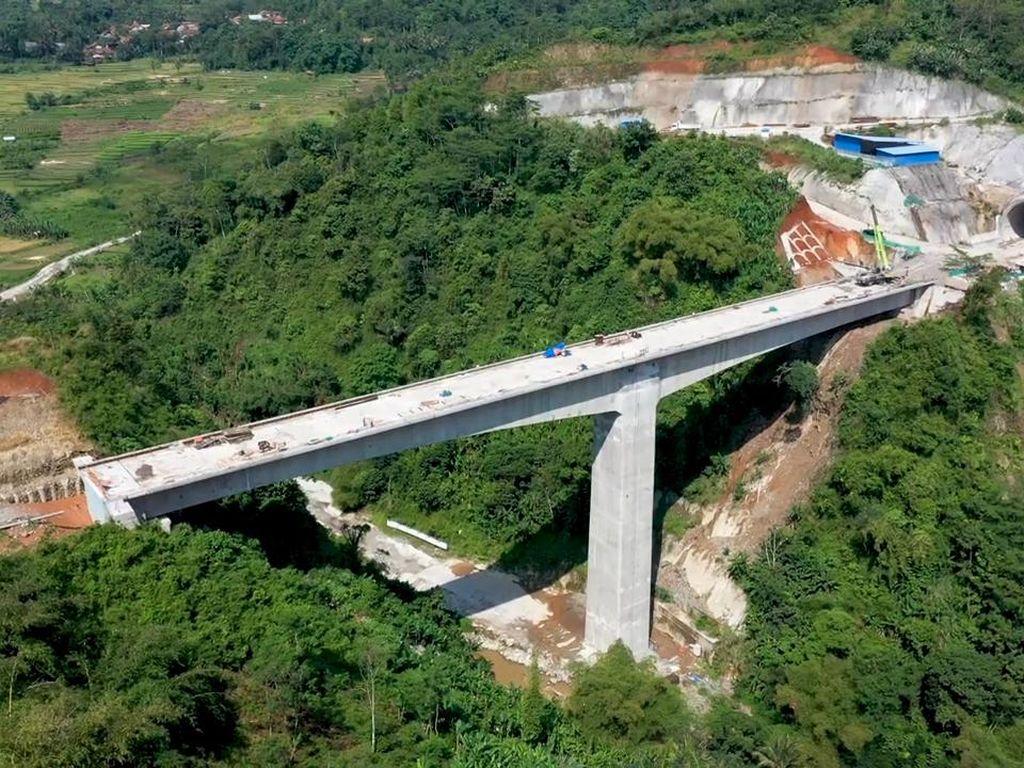 Penampakan Pembangunan Jembatan Tertinggi Proyek Kereta Cepat