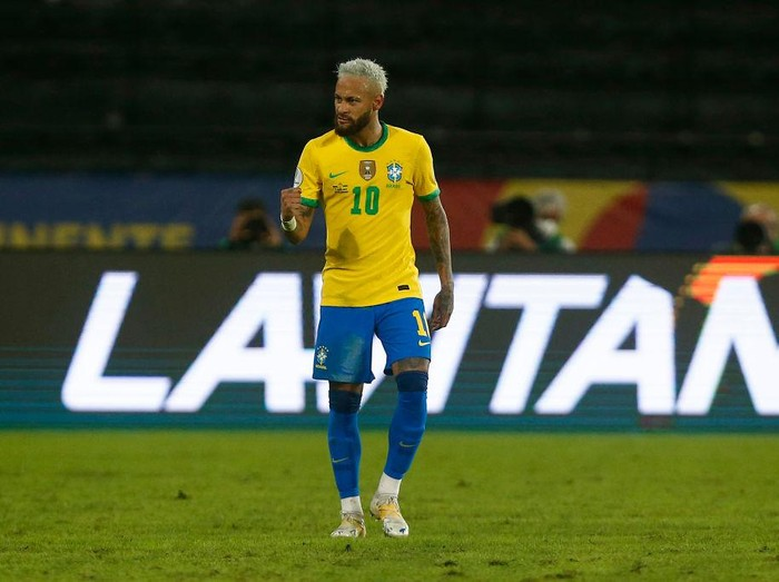 RIO DE JANEIRO, BRAZIL - JUNE 17: Neymar Jr. of Brazil celebrates after scoring the second goal of his team during a match between Brazil and Peru as part of Group B of Copa America Brazil 2021 at Estadio Olímpico Nilton Santos on June 17, 2021 in Rio de Janeiro, Brazil. (Photo by Wagner Meier/Getty Images)